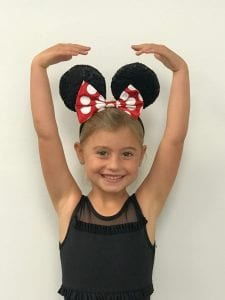 girl with minnie mouse ears
