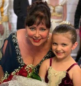 Angela Floyd & dancer